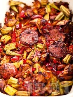 Печено сварено цяло пиле по ловджийски с наденица на фурна - снимка на рецептата